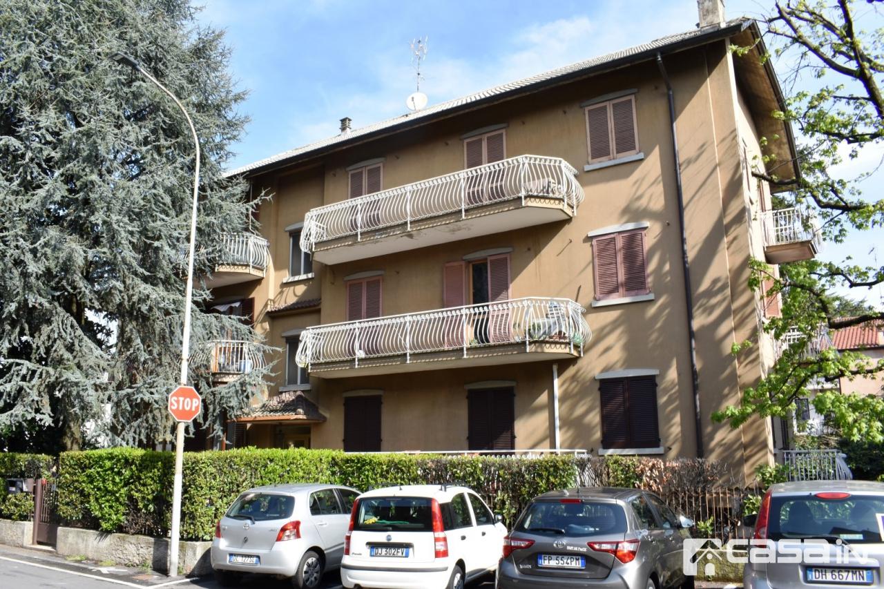 Appartamento in buone condizioni in vendita Rif. 10046633