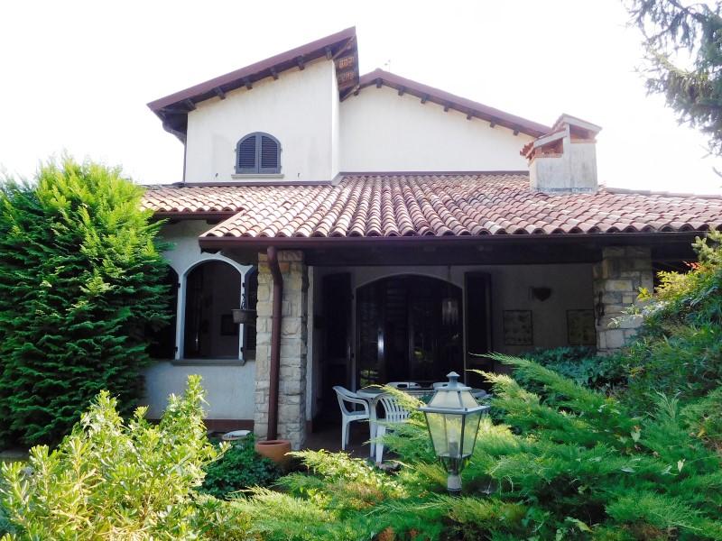 Villa in vendita a Vaprio d'Adda, 6 locali, prezzo € 260.000   Cambio Casa.it