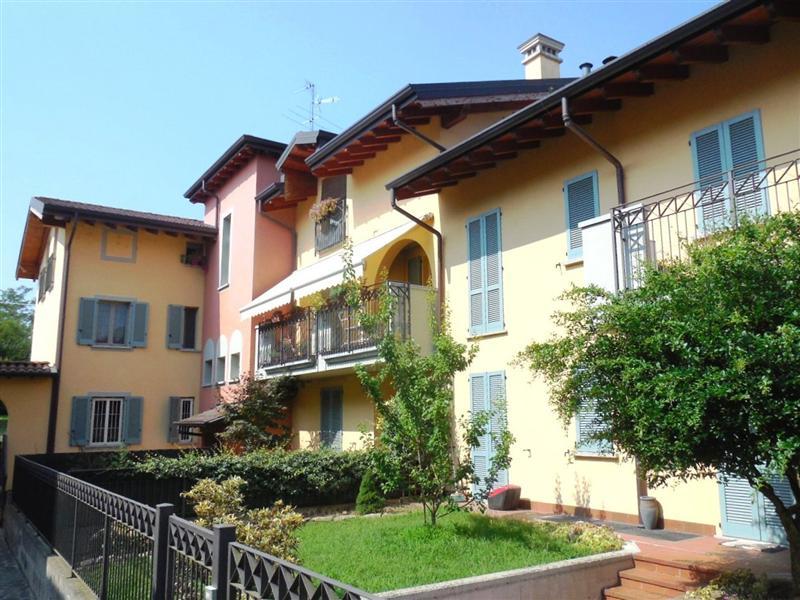Appartamento in vendita a Canonica d'Adda, 3 locali, prezzo € 135.000 | Cambio Casa.it