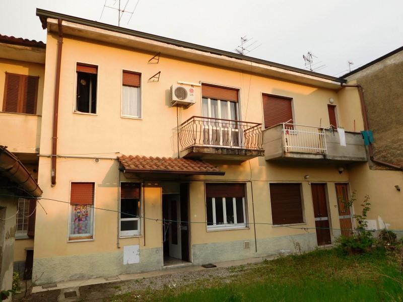 Soluzione Semindipendente in vendita a Vaprio d'Adda, 3 locali, zona Località: VAPRIO D'ADDA, prezzo € 100.000 | Cambio Casa.it