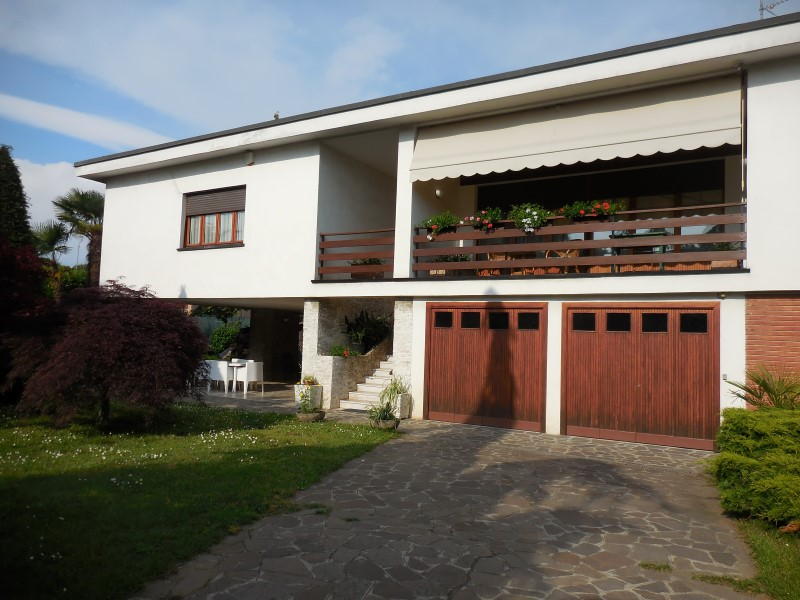 Villa in vendita a Capriate San Gervasio, 6 locali, Trattative riservate | Cambio Casa.it