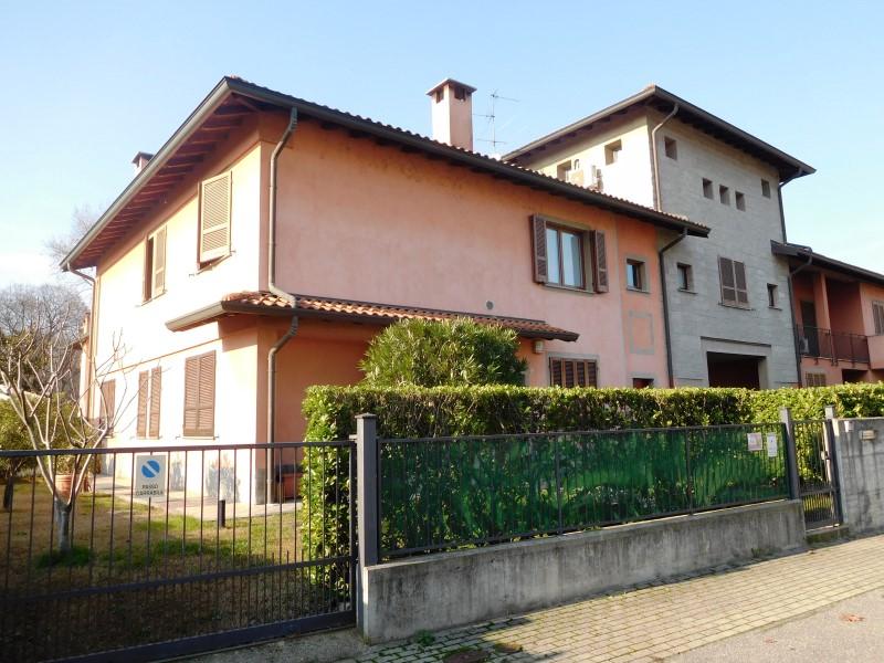 Appartamento in vendita a Canonica d'Adda, 4 locali, prezzo € 200.000 | Cambio Casa.it