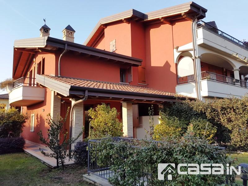 Villa in vendita a Vaprio d'Adda, 5 locali, prezzo € 360.000 | CambioCasa.it