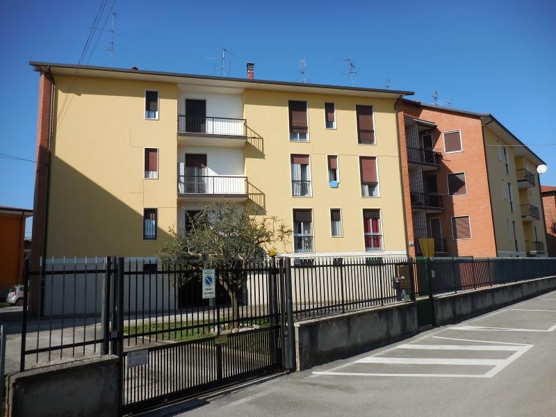 Appartamento in vendita a Brembate, 3 locali, prezzo € 85.000 | Cambio Casa.it