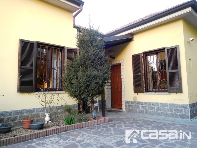 Soluzione Indipendente in vendita a Grezzago, 5 locali, zona Località: GREZZAGO, prezzo € 165.000 | Cambio Casa.it