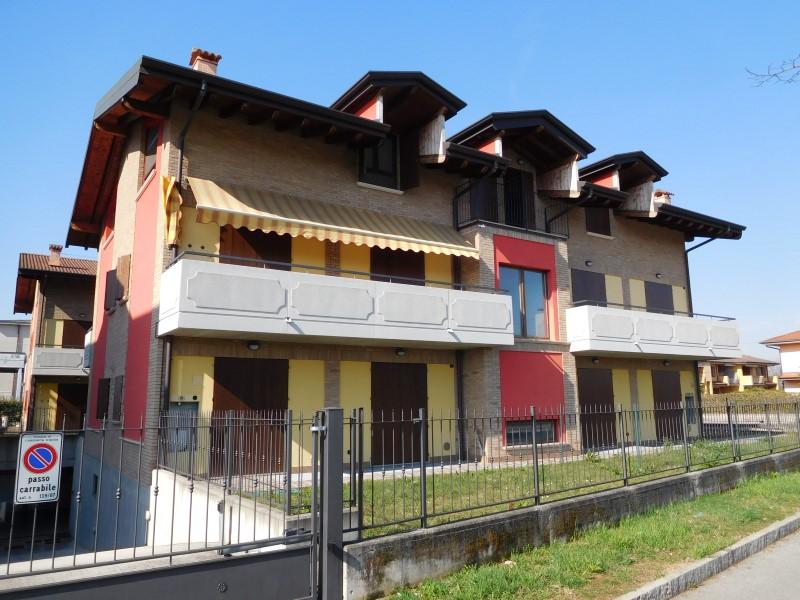 Appartamento in vendita a Canonica d'Adda, 3 locali, prezzo € 140.000 | Cambio Casa.it