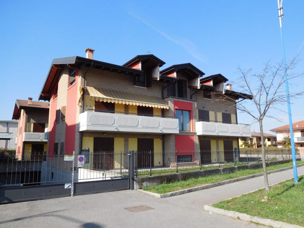Appartamento in vendita a Canonica d'Adda, 3 locali, Trattative riservate | CambioCasa.it
