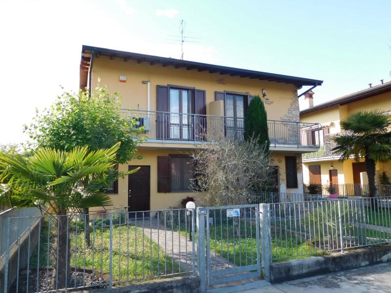 Soluzione Semindipendente in vendita a Canonica d'Adda, 3 locali, Trattative riservate | CambioCasa.it