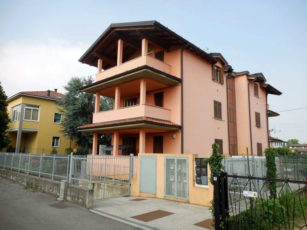 Appartamento in vendita a Boltiere, 2 locali, prezzo € 87.000 | CambioCasa.it