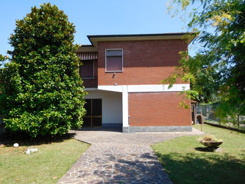 Villa in vendita a Vaprio d'Adda, 4 locali, prezzo € 175.000 | CambioCasa.it
