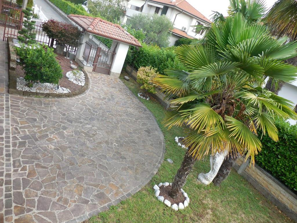 Villa in vendita a Suisio, 5 locali, prezzo € 380.000 | CambioCasa.it