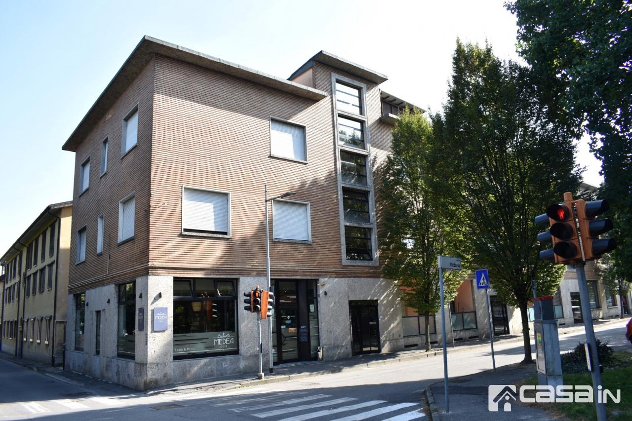 Appartamento in buone condizioni in vendita Rif. 8104404