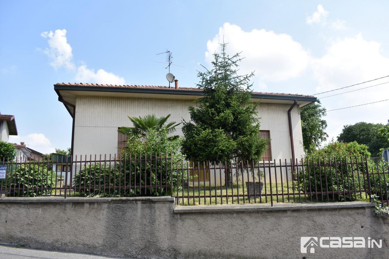 Villa in discrete condizioni in vendita Rif. 11381253