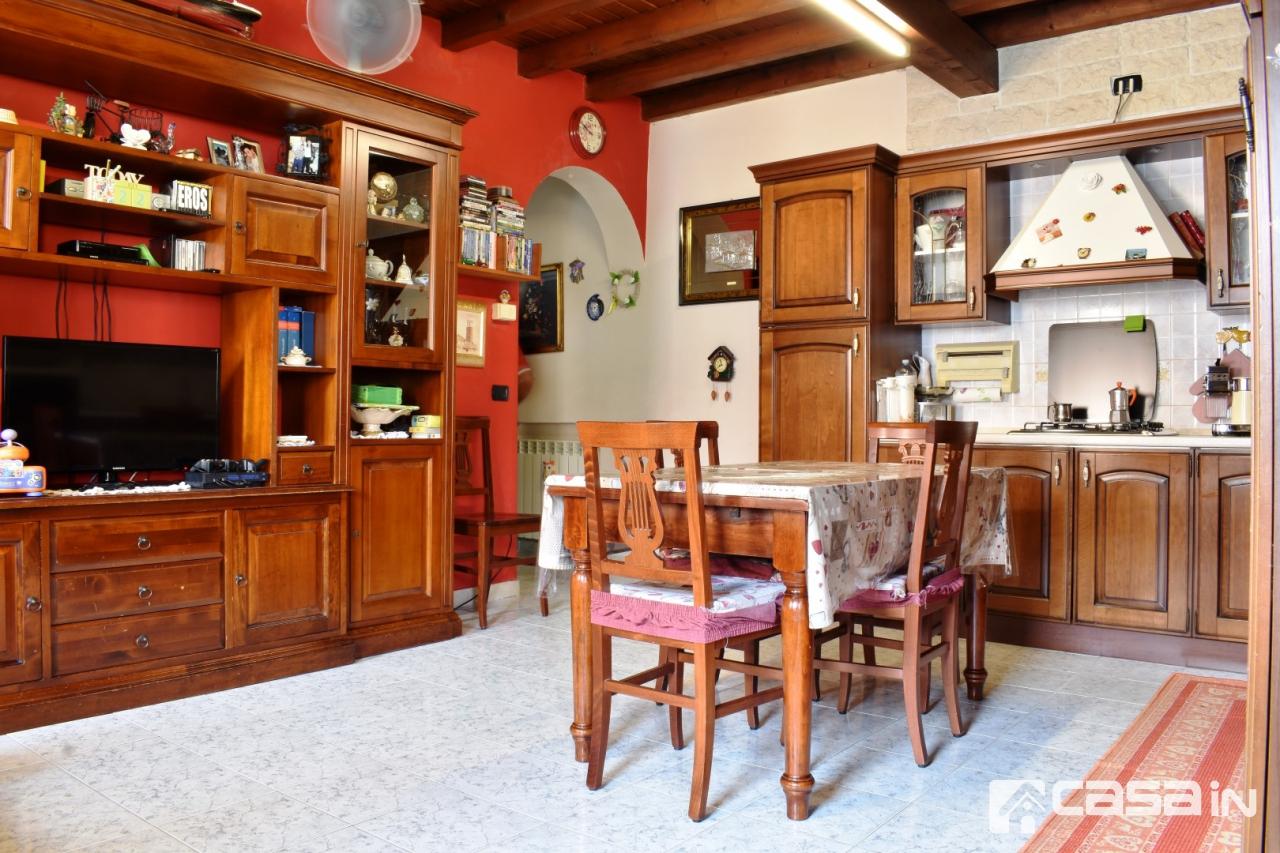 Appartamento da ristrutturare in vendita Rif. 10871301