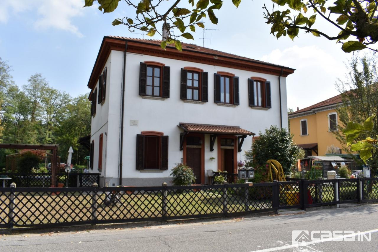 Appartamento in buone condizioni in vendita Rif. 11273849