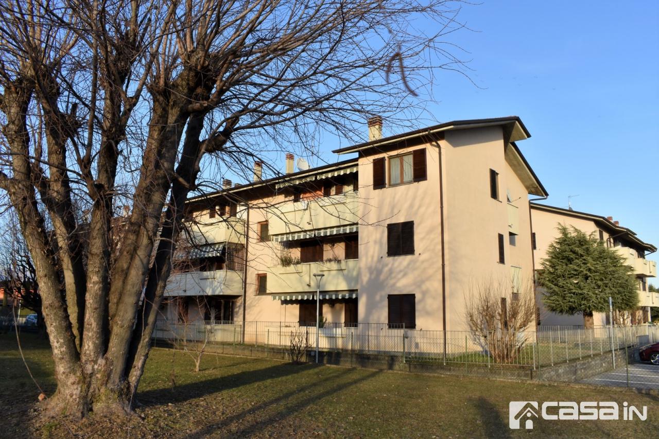 Appartamento in buone condizioni in vendita Rif. 12022066