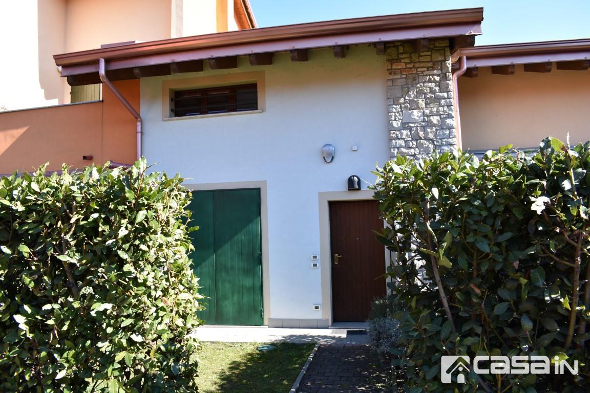 Appartamento in ottime condizioni in vendita Rif. 12040151
