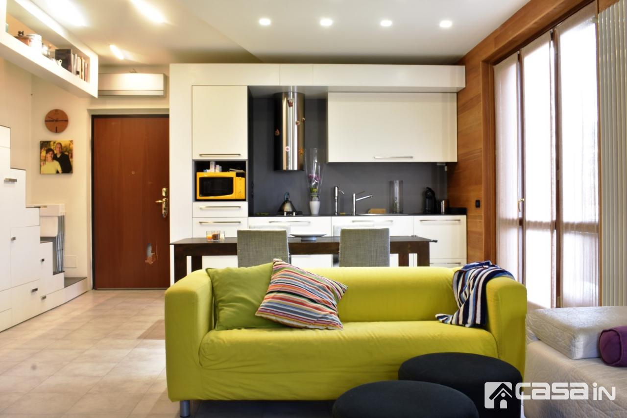 Appartamento in ottime condizioni in vendita Rif. 11999340