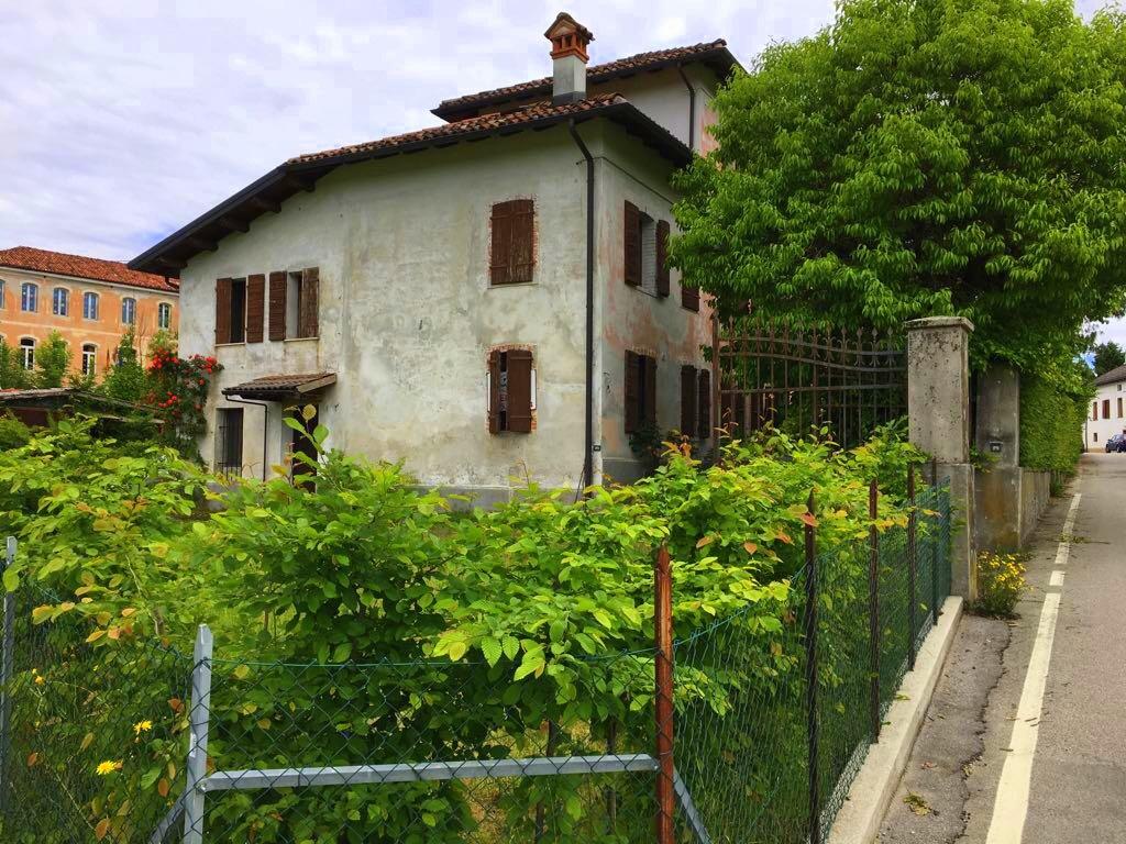 Soluzione Semindipendente in vendita a Feltre, 10 locali, Trattative riservate | Cambio Casa.it