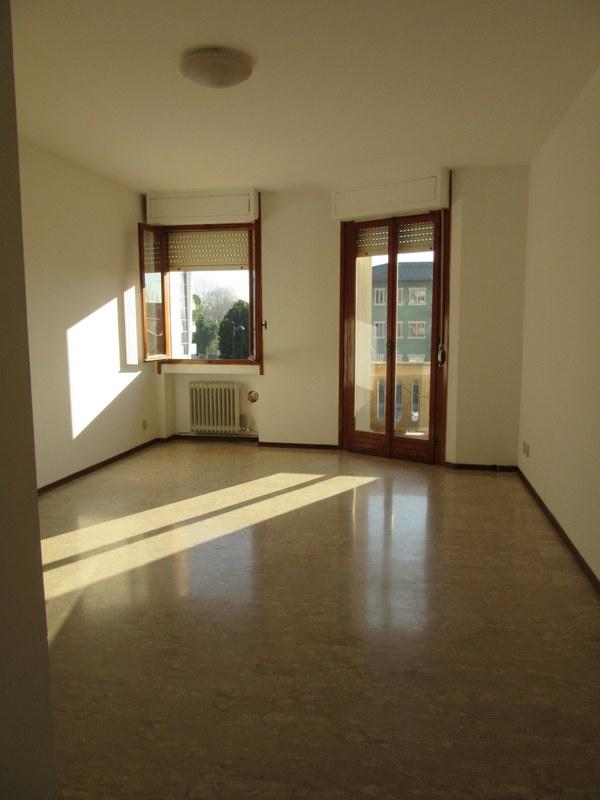 Appartamento in discrete condizioni in vendita Rif. 10243152