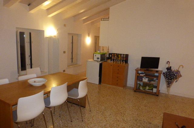 Bilocale Trieste Via Della Pescheria 8