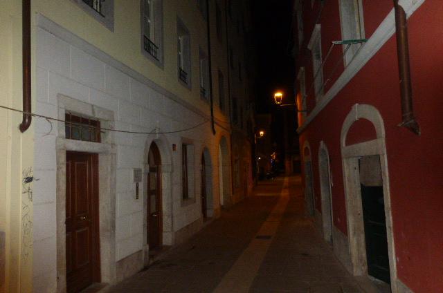 Bilocale Trieste Via Della Pescheria 13