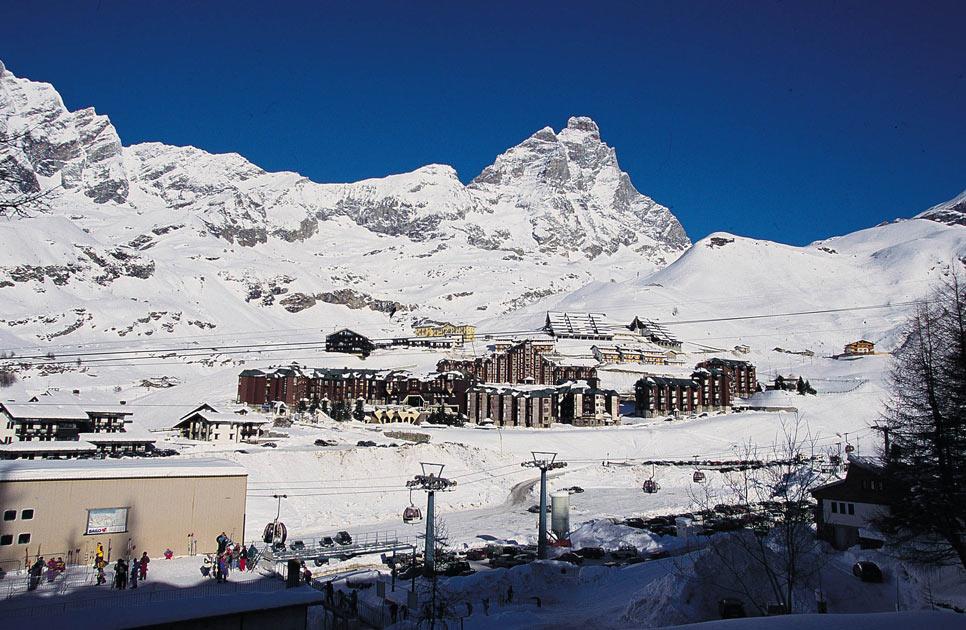 Albergo in vendita a Valtournenche, 9999 locali, Trattative riservate | PortaleAgenzieImmobiliari.it