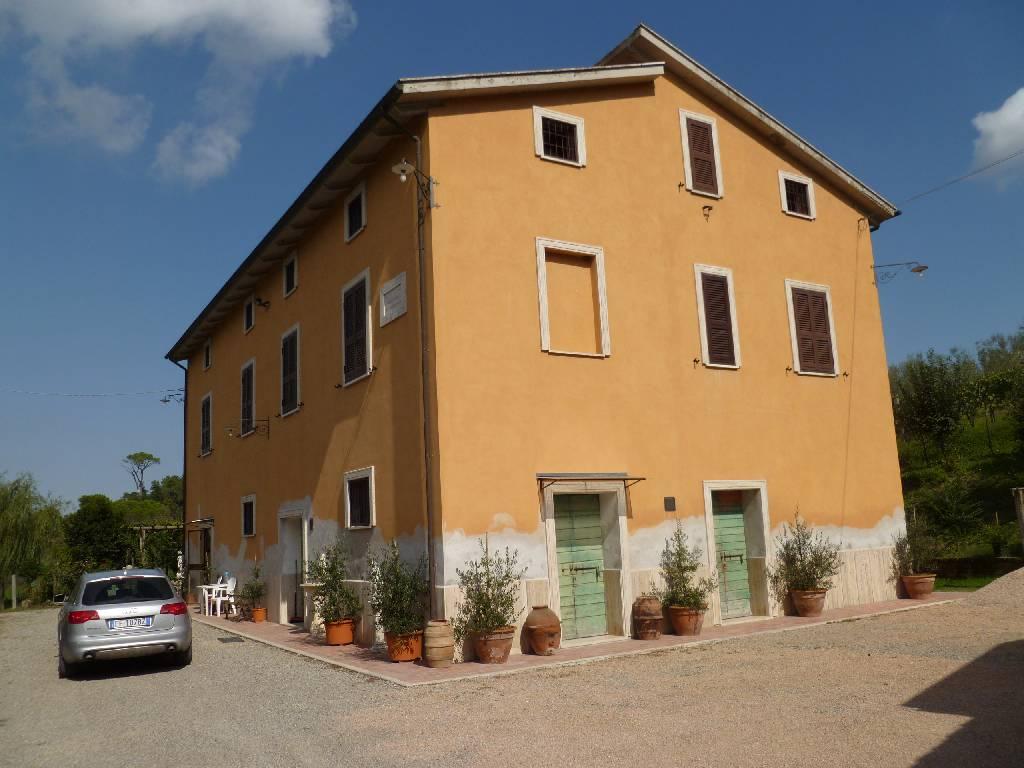 Azienda Agricola in vendita a Chiusi, 20 locali, prezzo € 1.000.000   Cambio Casa.it