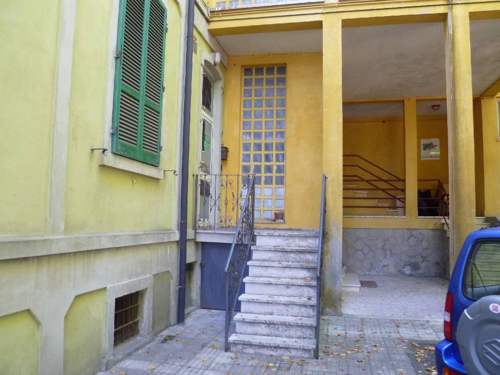 Laboratorio in affitto a Abbadia San Salvatore, 5 locali, zona Località: ABBADIA SAN SALVATORE, prezzo € 500 | Cambio Casa.it