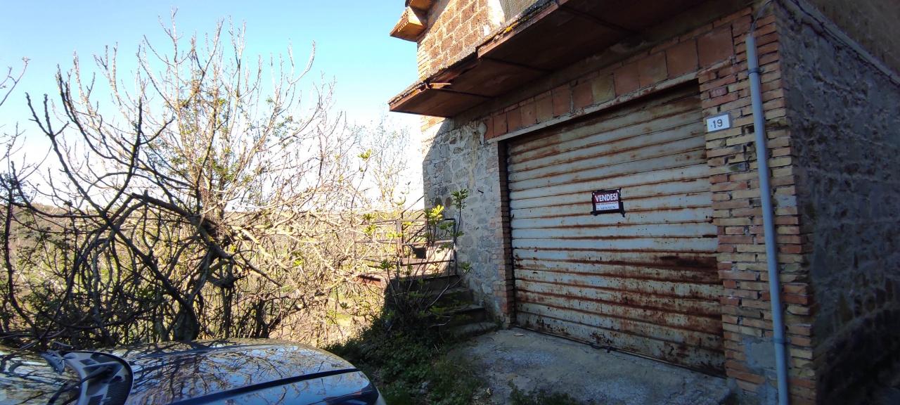 Palazzo in vendita a Baschi (TR)