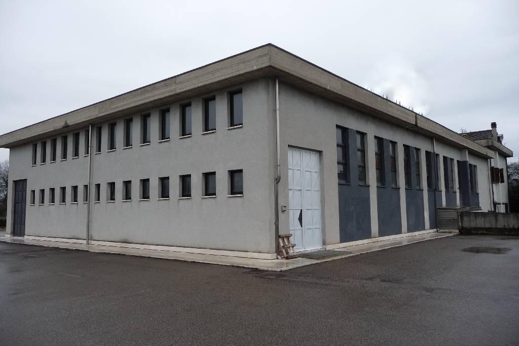 Capannone in vendita a Arezzo, 9999 locali, zona Località: GENERICA, Trattative riservate | Cambio Casa.it