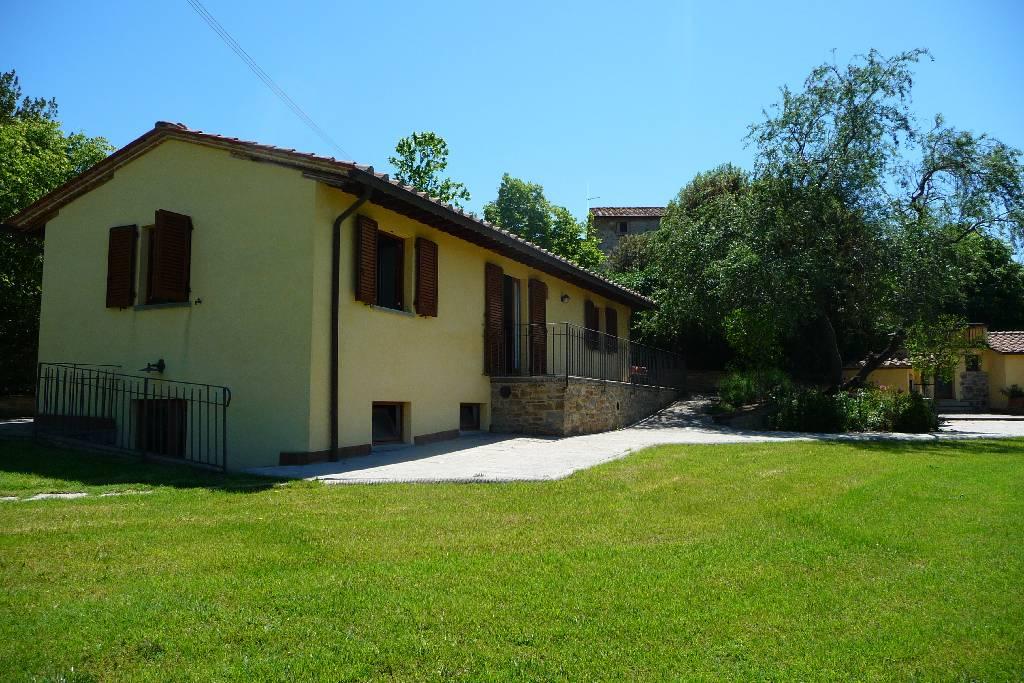 Agriturismo in vendita a Cortona, 20 locali, zona Zona: Ossaia, Trattative riservate | Cambio Casa.it