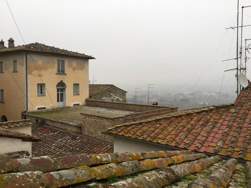 Appartamento in vendita a Monte San Savino, 7 locali, prezzo € 140.000 | CambioCasa.it