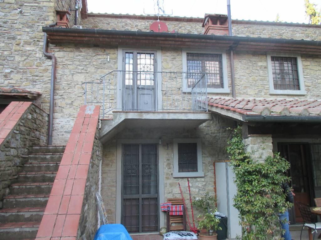 Soluzione Indipendente in affitto a Arezzo, 5 locali, zona Località: MOLINELLI, Trattative riservate | Cambio Casa.it