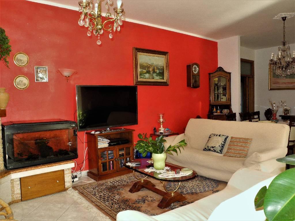 Villa in vendita a Capolona, 15 locali, prezzo € 650.000 | CambioCasa.it