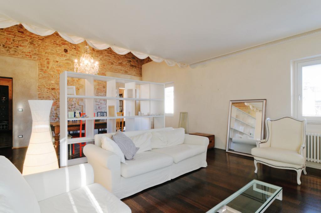 Appartamento quadrilocale in affitto a Arezzo (AR)-2