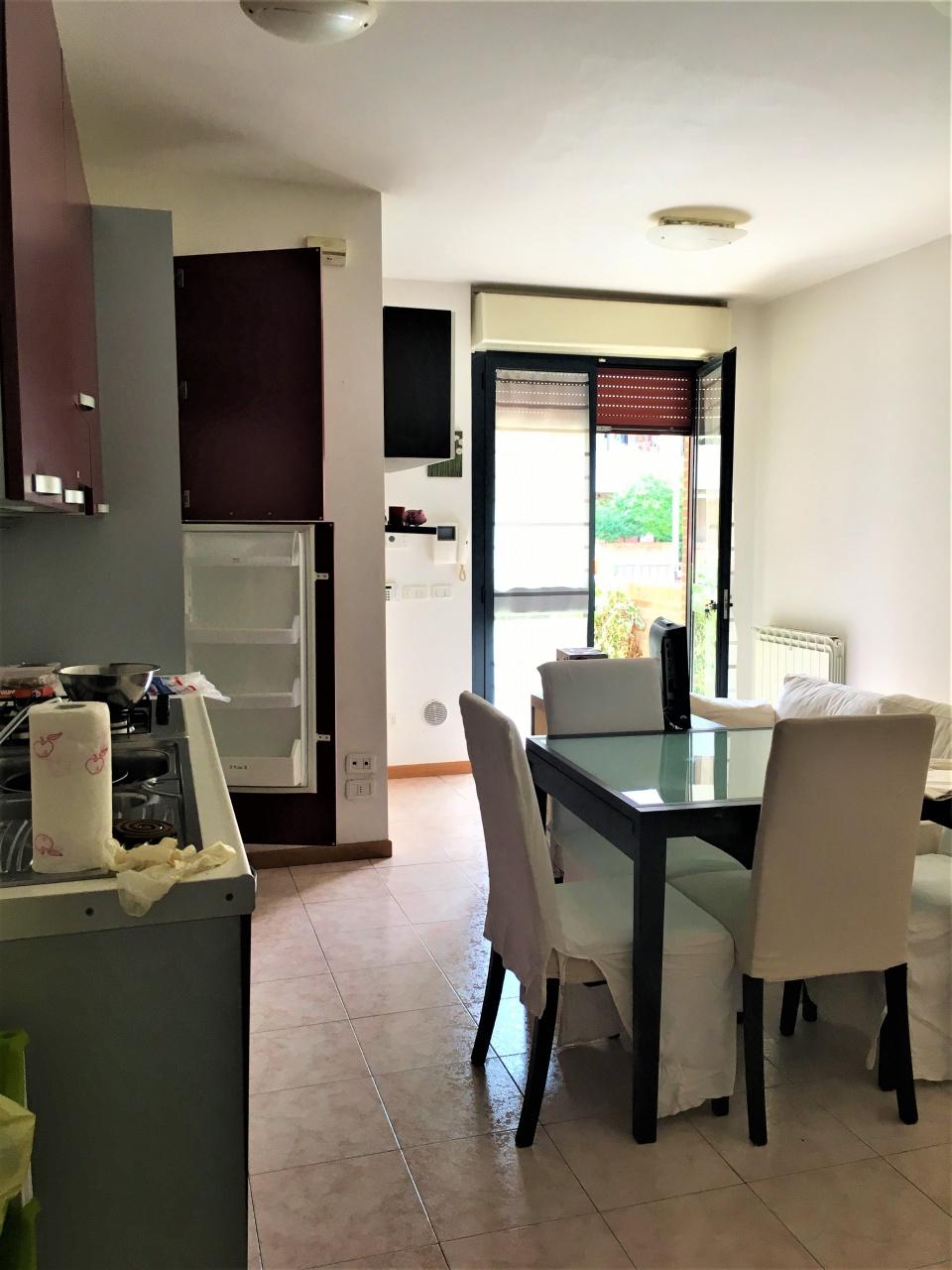 Appartamento in buone condizioni arredato in affitto Rif. 10931876