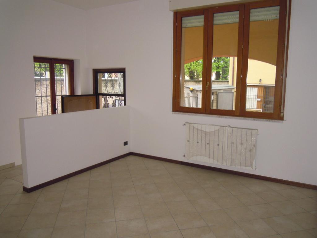 Appartamento in vendita a Seriate, 3 locali, prezzo € 89.000 | Cambiocasa.it