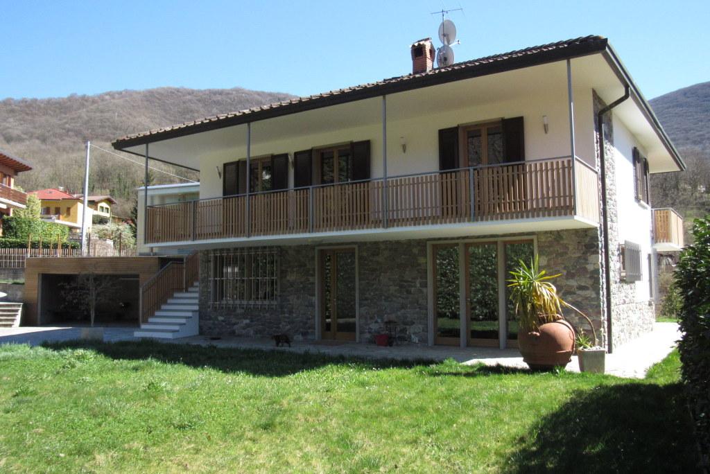 Villa in vendita a Albino, 5 locali, zona Zona: Dossello, prezzo € 530.000 | Cambio Casa.it