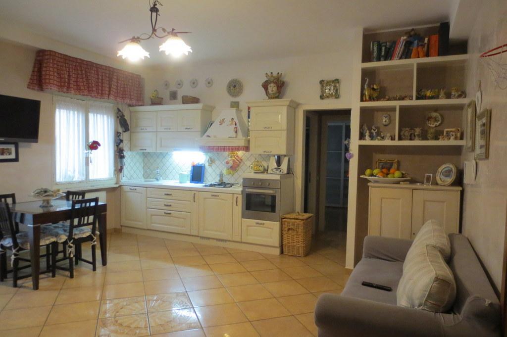 Appartamento in vendita a Ranica, 3 locali, prezzo € 120.000 | Cambio Casa.it