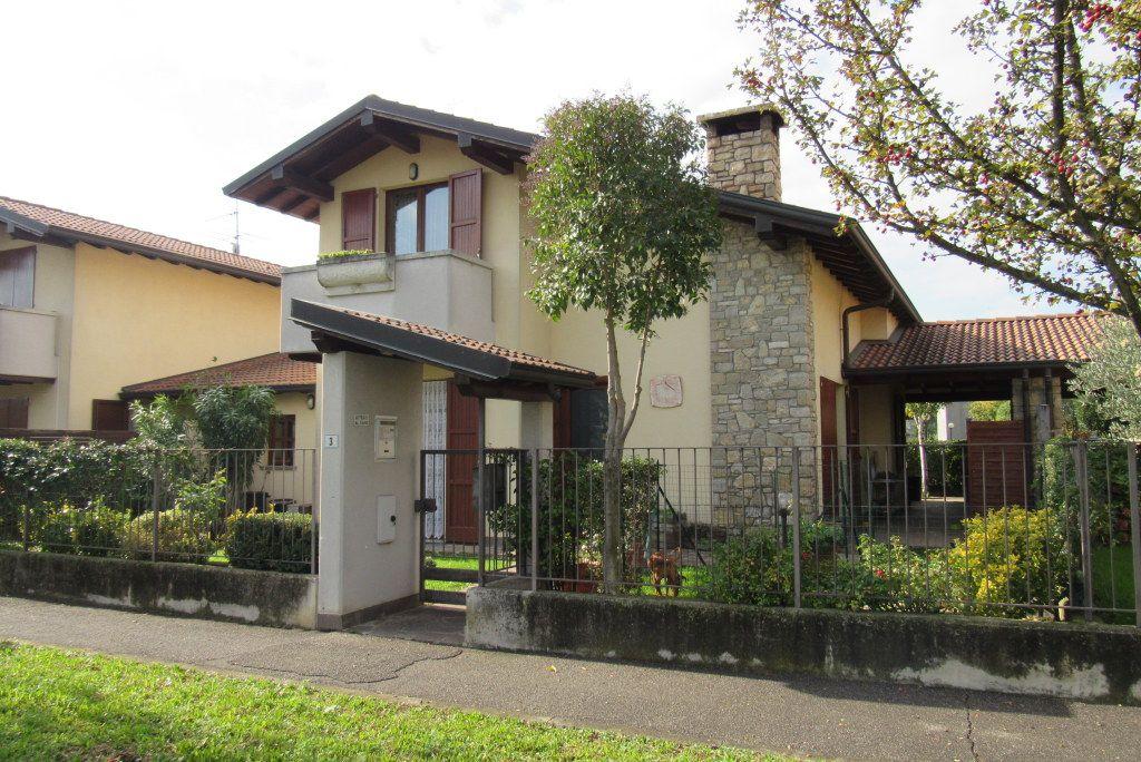 Villa in vendita a Calcinate, 5 locali, prezzo € 318.000 | Cambio Casa.it