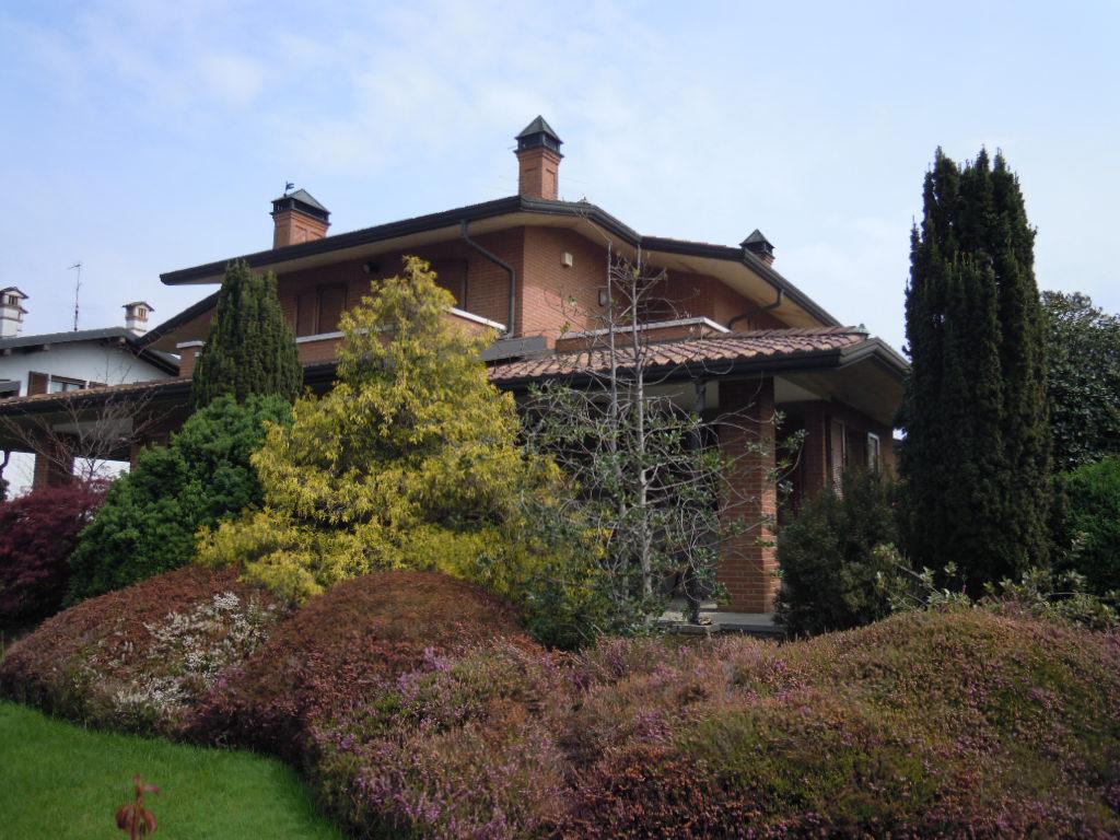 Villa in vendita a Mozzanica, 8 locali, prezzo € 520.000 | Cambio Casa.it