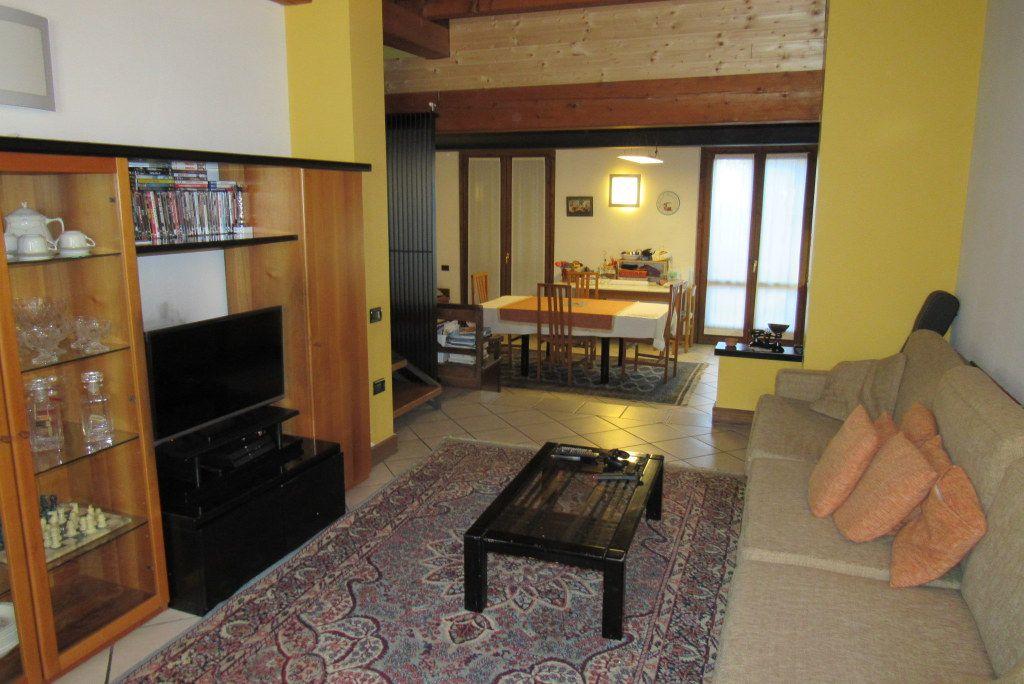 Villa in vendita a Cortenuova, 5 locali, prezzo € 298.000 | Cambio Casa.it