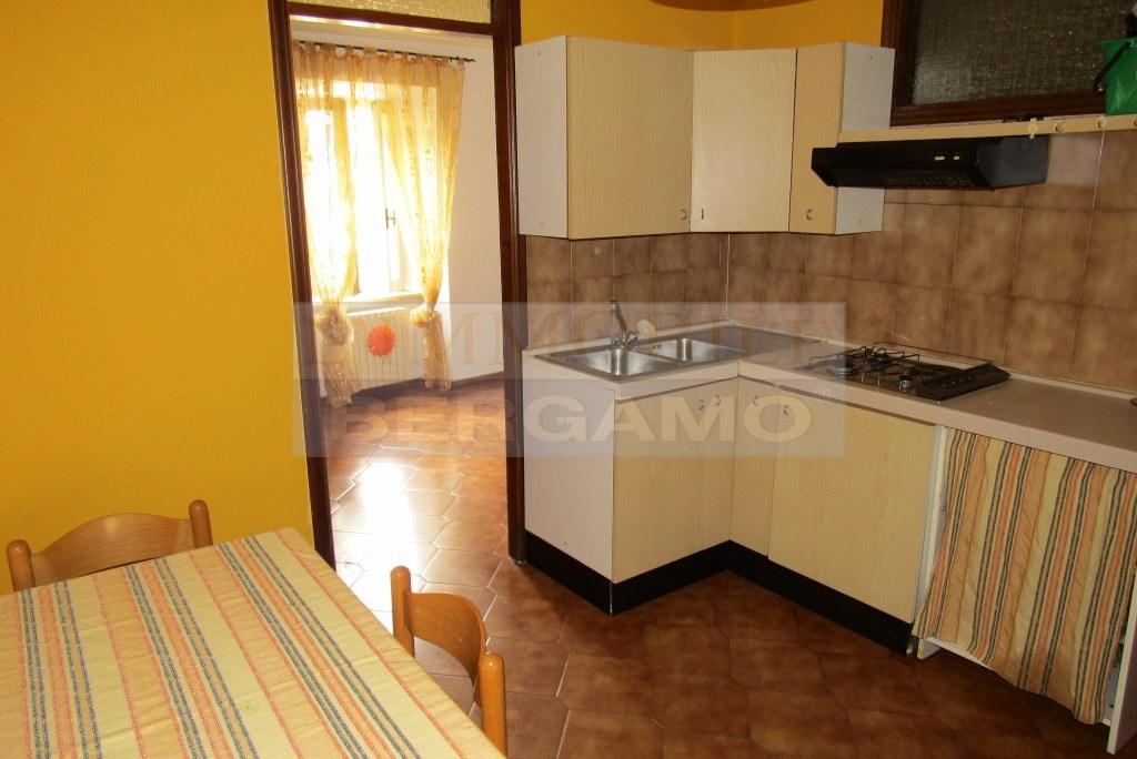 Appartamento in buone condizioni arredato in affitto Rif. 6749531
