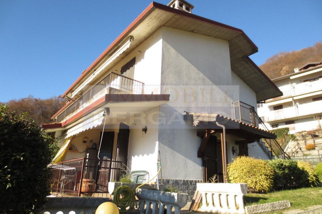 Appartamento in buone condizioni arredato in vendita Rif. 8615625