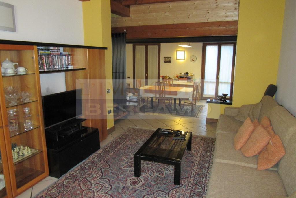 Villa 5 locali in vendita a Cortenuova (BG)