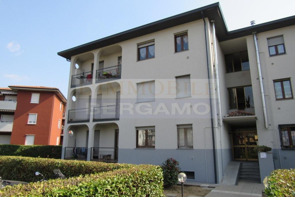 Appartamento in ottime condizioni in vendita Rif. 9973198