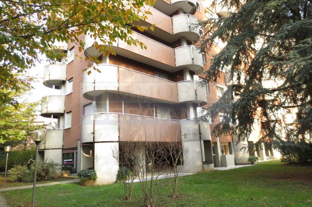 Appartamento in buone condizioni in vendita Rif. 10569360