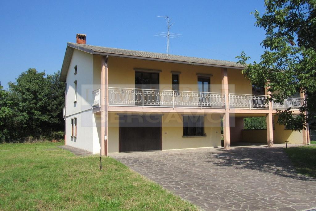 Soluzione Indipendente in vendita a Gorlago, 5 locali, prezzo € 185.000 | PortaleAgenzieImmobiliari.it