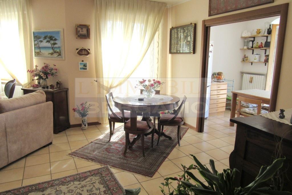 Appartamento in ottime condizioni in vendita Rif. 12046408